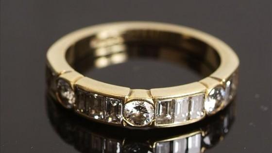 Ein 18-Karat Golddiamantenring
